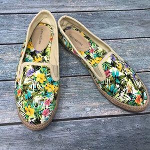 Covington Women's Tropical Flowers w/ Burlap Trim